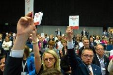 Prawnicy wyciągnęli Konstytucję w trakcie odczytania listu prezydenta przez Andrzeja Derę.