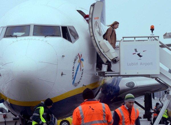 Już kilka godzin po oficjalnym otwarciu pierwszy rejsowy samolot linii lotniczych Ryanair wylądował w Świdniku.