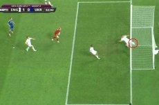 Oto dowód, że gol dla Ukrainy padł. Na dole głowa sędziego bramkowego. Byłblisko.