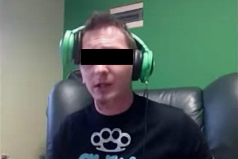 Szymon K. wypowiadał się w sposób rasistowski o Cyganach i Bułgarach nazywając ich brudasami, ale prokurator był bardzo wyrozumiały.