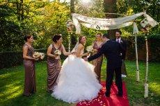 Polacy coraz częściej odchodzą od tradycyjnej formy wesel.
