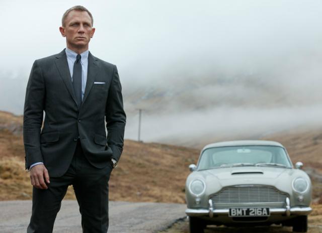 James Bond kocha szybkie samochody