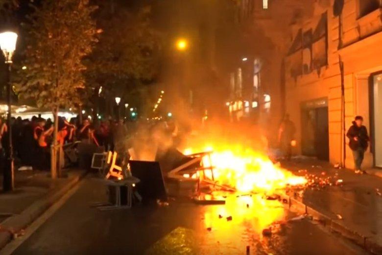 Mecz FC Barcelona – Real Madryt został przełożony przez zamieszki w Katalonii.