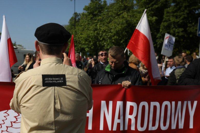 Dariusz Piontkowski chce zakazać Marszów Równości. Narodowcy zachwyceni.