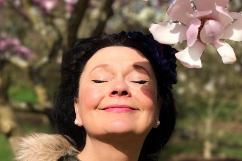 Fiolka Najdenowicz błysnęła na muzycznym firmamencie i zniknęła. Mówi, że woli być szczęśliwa na emigracji, serwując dania klientom, niż artystycznie cierpieć w Polsce.
