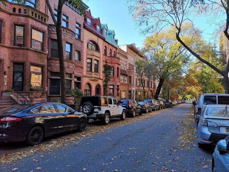 Życie na Brooklynie płynie cicho i spokojnie.