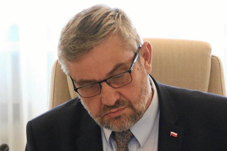 Krzysztof Ardanowski zezwolił na stosowanie pestycydów toksycznych dla pszczół.