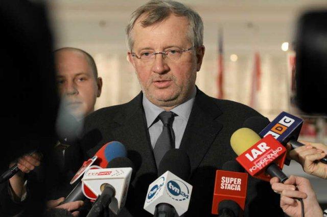 Marek Siwiec będzie reprezentował Ruch Palikota w europarlamencie, ale nie wstępuje do tej partii.