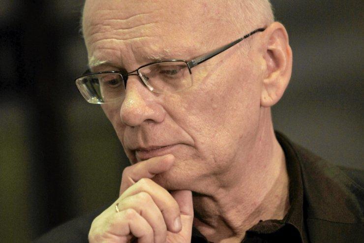 Adam Szostkiewicz zniechęca swoich studentów do autoryzacji.