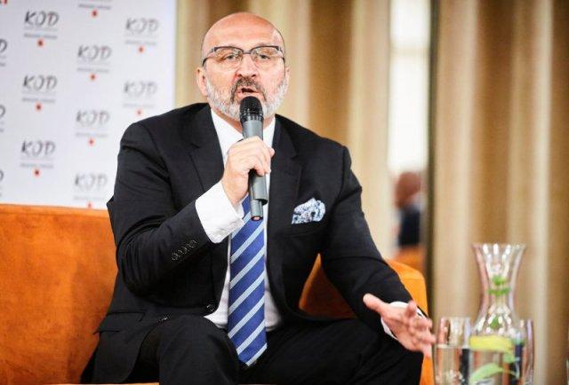 Kazimierz Marcinkiewicz podczas spotkania ze zwolennikami KOD