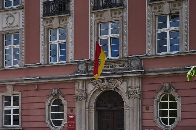Tańsze lokum dla biskupa. Wrocław oddaje mieszkanie o wartości 750 tys. za... 10 tys. zł