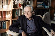 """W rozmowie z """"Newsweekiem"""" prof. Janusz Czapiński brutalnie obchodzi się z mitami, którymi żyje opozycja."""