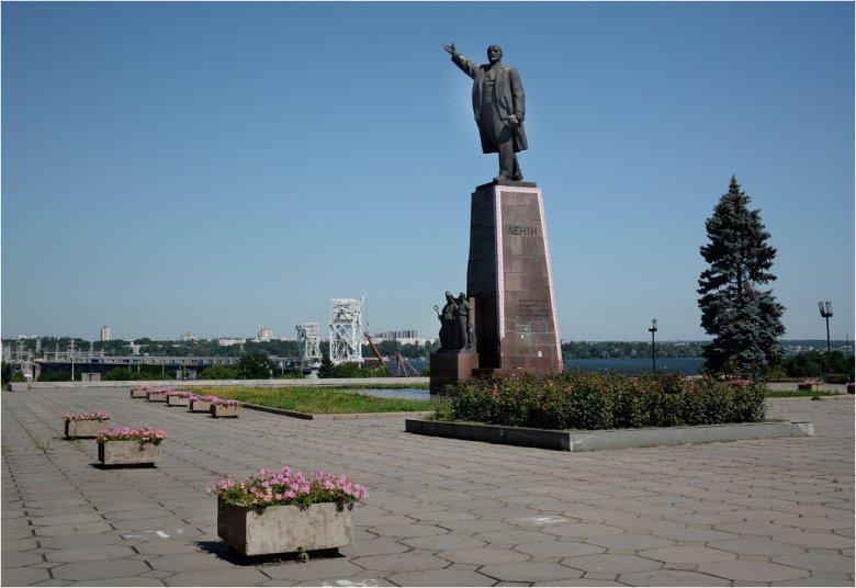 Pomnik Lenina w Zaporożu ciągle stoi, ale w niejednym mieście obalono już wodza rewolucji