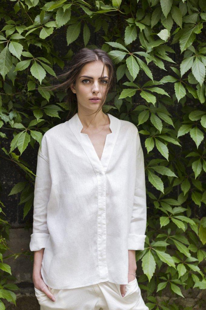 Koszula z cienkiego, lnianego płótna dostępna w sklepie Cloudmine.
