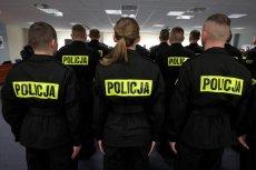 Byli funkcjonariusze wrocławskiej policji stanęli przed sądem za to, że skrzywdzili 82-letnią kobietę podczas interwencji w Biedronce.