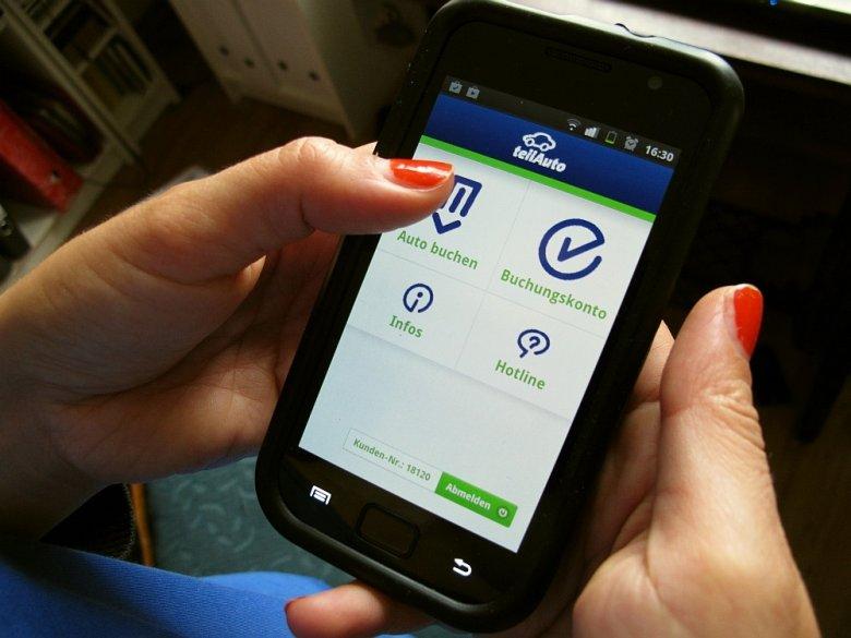 Dostępność samochodu w systemie teilAuto można sprawdzić za pomocą smartfonowej aplikacji.