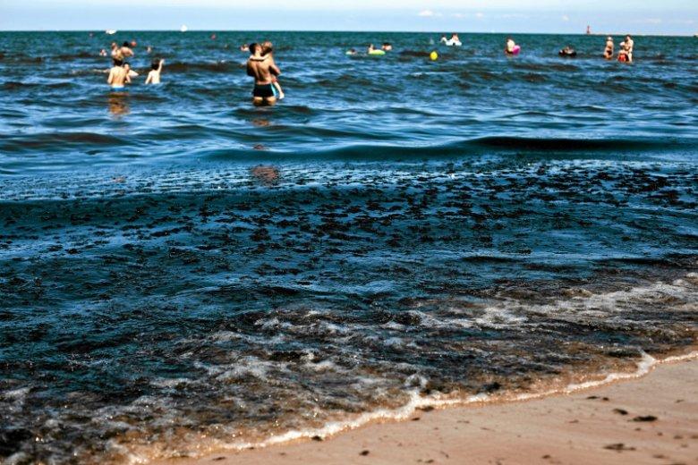 Turyści często łamią zakazy kąpielowe wprowadzone przez służby sanitarne