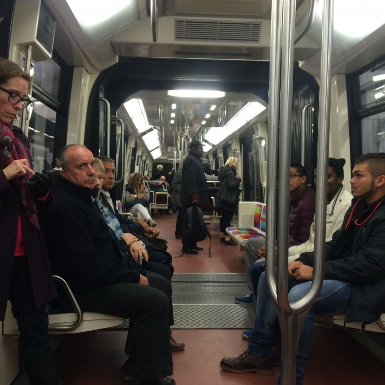 Paryskie metro działa.