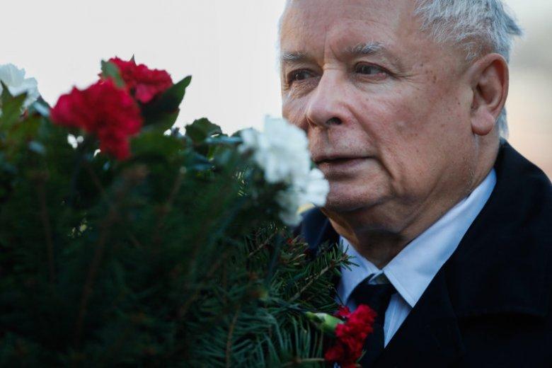 Od 2010 roku prezes PiS jest w dniu urodzin na Wawelu. Spędza tu każdą miesięcznicę pochówków Lecha i Marii Kaczyńskich w Krakowie.