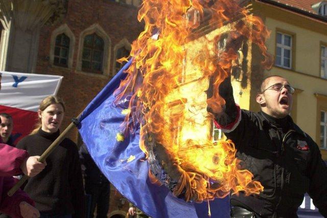 Prawica staje się coraz bardziej radykalna i eurosceptyczna.