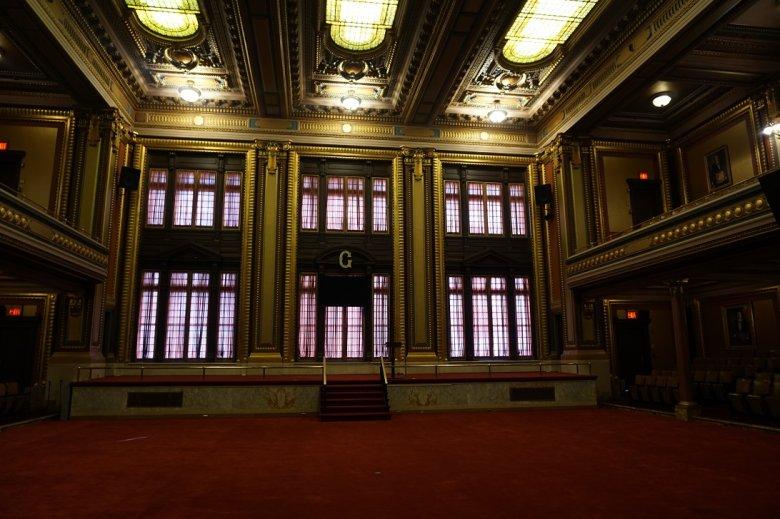 Sala zebrań nowojorskich masonów.