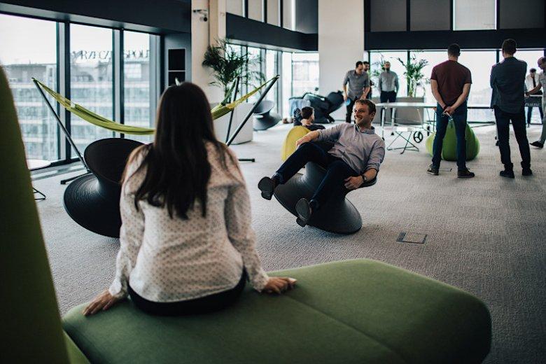 W biurze CSC Poland przestrzeni zaprojektowali sami pracownicy, aby stworzyć przestrzeń, która pozwala zarówno na pracę niczym w start-upie, jak i relaks od codziennych obowiązków