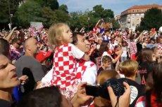 Szalejący Zagrzeb wita bohaterów z chorwackiej reprezentacji, która na mundialu w Rosji wywalczył srebrne medale.