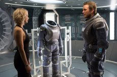 """Prócz duetu Lawrence-Pratt i Michaela Sheena na ekranie zobaczymy gwiazdę """"Matrixa"""", Laurence'a Fishburne'a."""