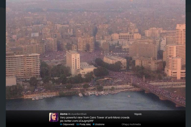 Tłumy na ulicach Kairu