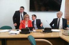 Przewodniczący Komisji Ustawodawczej Marek Ast zadbał, żeby na sali była większość po stronie PiS przed głosowaniami.