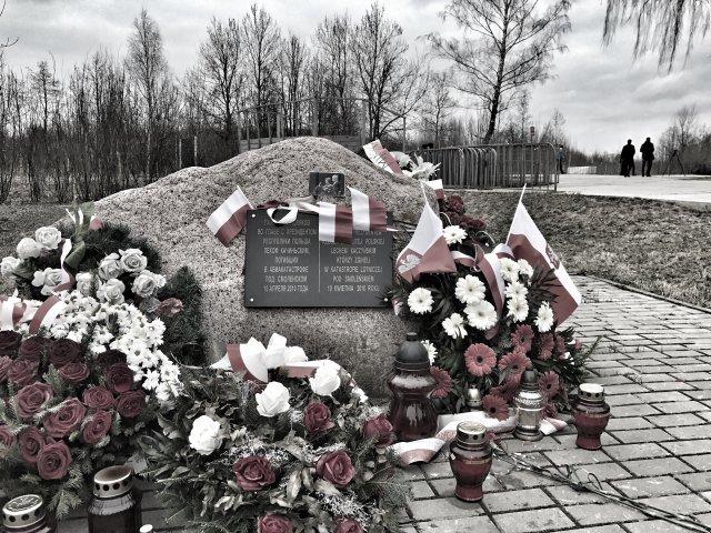 10 kwietnia 2017 r., kamień w miejscu katastrofy samolotu prezydenckiego pod Smoleńskiem