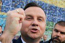 Andrzej Duda wykorzystał Wszystkich Świętych do prowadzenia kampanii wyborczej na rzecz koleżanki z PiS.