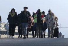 Tysiące migrantów próbują przekroczyć granicę z Grecją i dostać się do UE.