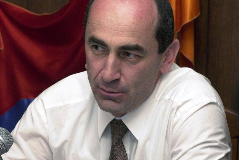 Były prezydent Armenii Robert Koczarian został aresztowany na dwa miesiące. Postawiono mu zarzut łamania konstytucji.