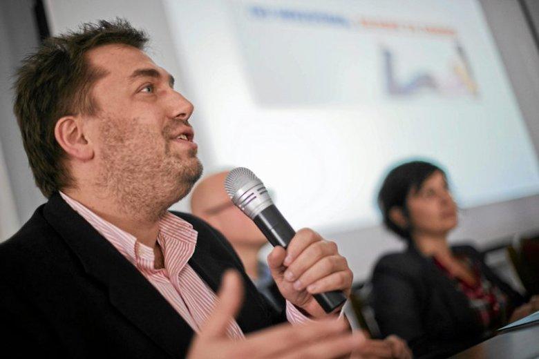 Bartosz Węglarczyk podczas konferencji na temat seksistowskich reklam, wrzesień 2009 r.