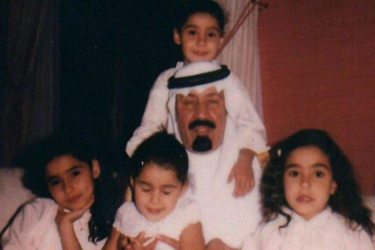 Spotyka się z kobietą z Kuwejtu