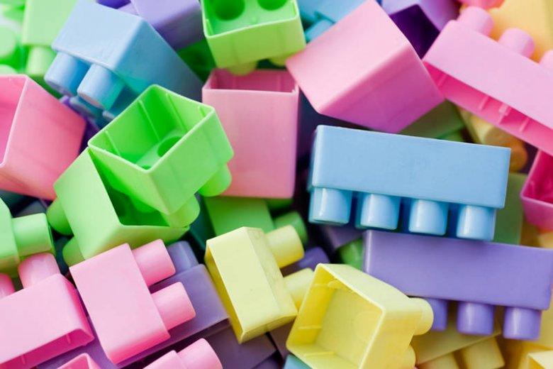 Jak zmieniły się klocki [url=http://tinyurl.com/m9rl3j7]LEGO[/url] na przestrzeni lat?