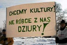 Protest w jednej z podwarszawskich miejscowości po zamknięciu Centrum Kultury.