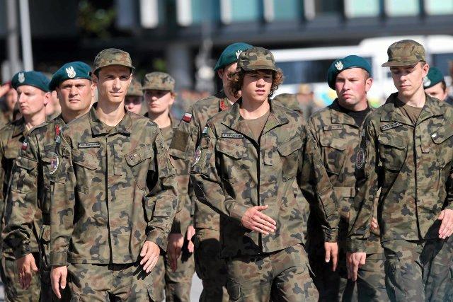 Grupy paramilitarne będą miały utrudniony dostęp do mundurów nowego wzoru