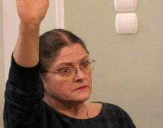 Kilka dni temu poseł Pawłowicz otwarcie przyznała, że zagłosuje za niekonstytucyjnymi zmianami prezydenta Dudy i PiS w sądownictwie. Teraz chce delegalizować organizacje opozycyjne, które protestują przeciwko łamaniu Konstytucji. Oskarża je, że to one nie