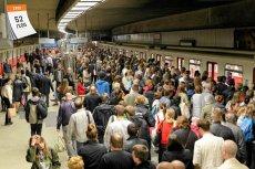 Metro w Warszawie to jak dotąd jedyny w Polsce system kolei podziemnej. Jego pierwszy odcinek otwarto 7 kwietnia 1995 roku