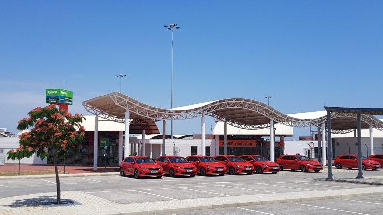 W testach wzięło udział kilkanaście samochodów KIA CEED i prawie wszystkie były... czerwone.