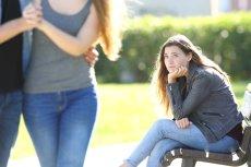 Coraz więcej osób czuje się samotnym w związku.
