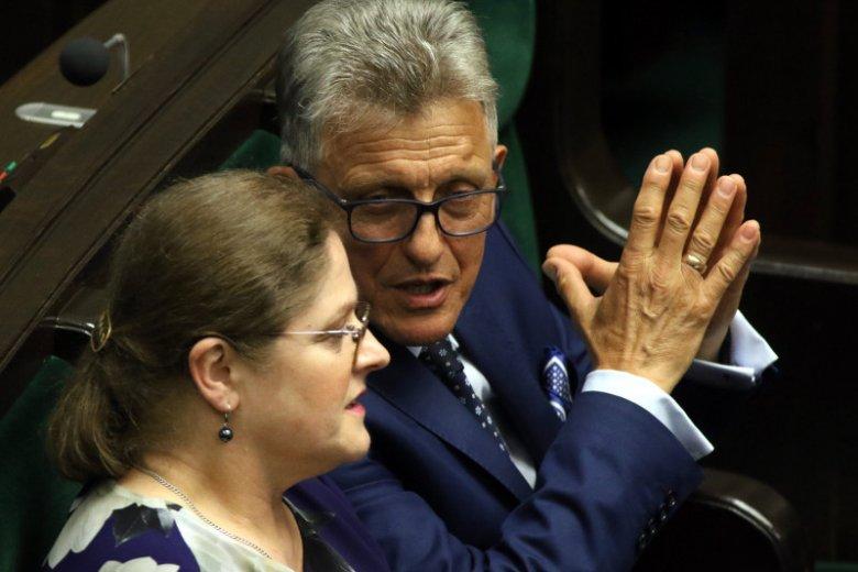 W komisji sprawiedliwości PiS, oprócz przewodniczącego Piotrowicza, ma takich posłów jak Krystyna Pawłowicz, czy Łukasz Zbonikowski.