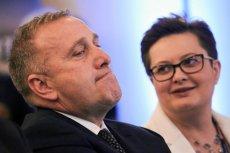 Skrajnie prawicowe formacje Młodzież Wszechpolska oraz Ruch Narodowy żądają delegalizacji PO i Nowoczesnej.