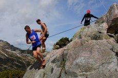 Adrenalina, ale tak zdrowa - to w czasie treningów i zawodów czują ultramaratończycy. Tutaj na zdjęciu w Tatrach.