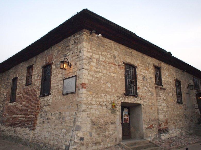Odzyskana przez Gminę Żydowską synagoga w Kazimierzu mieści hotel, kawiarnię i sklepik