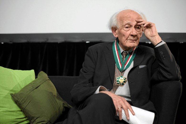 Zygmunt Bauman podczas uroczystości wręczenia orderu Gloria Artis, listopad 2010, Warszawa