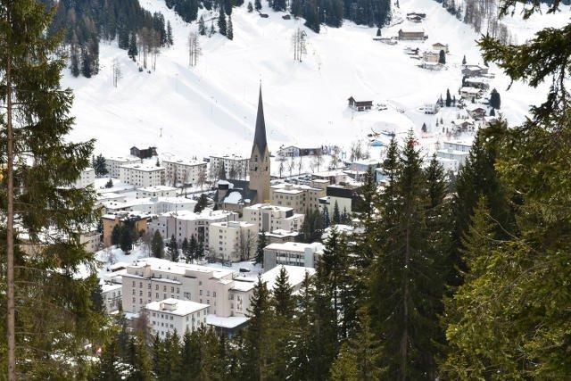 Davos bez blasku flasha: trudno posądzić tę górską mieścinę o szczególną popularność wśród światowej elity