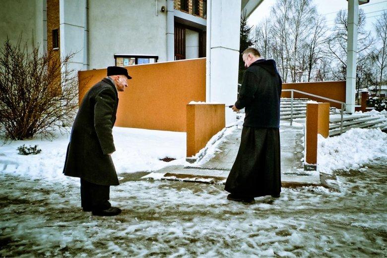 Ksiądz Wojciech Lemański w parafi w Jasienicy